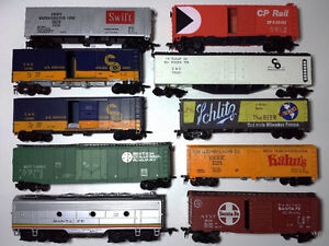HO Scale Trains - Complete lot: Diesels, freight, passenger cars