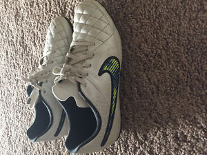 Youth Nike soccer cleats size 6