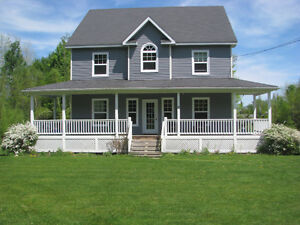 Perfect 4 Bdrm Family Home in Knowlton, Walk to Town/Brome Lake