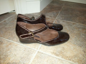 Black leather wedges, size 8 Edmonton Edmonton Area image 1