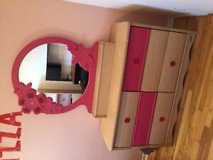 Selling one single bed with dressing table and mirror
