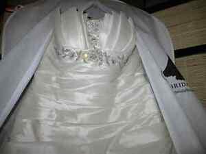 Gorgeous Wedding Dress! You'll knock their socks off! Edmonton Edmonton Area image 4