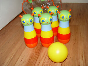 Kids or toddler 5 bowling pins and ball