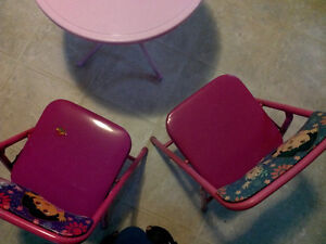 DORA TABLE AND CHAIRS Cornwall Ontario image 2