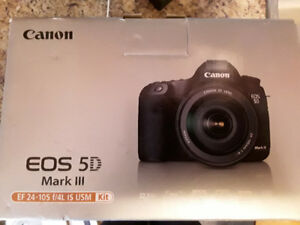Canon 5D mark iii kit with extras for sale at a super good deal.