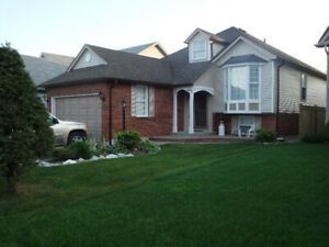 Clean & quiet 4 bedroom family home close to UOIT/Durham College