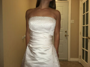Gorgeous Hand Beeded Crystal Wedding Gown with Cathedral Train West Island Greater Montréal image 5