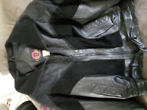 BRAND NEW WOMEN'S LARGE LEATHER MOTORCYCLE JACKET worth $200