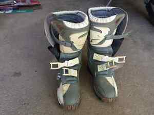 Youth dirt bike boots.  Youth size 4