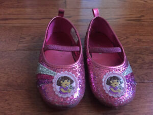 Girls size 7 Dora shoes