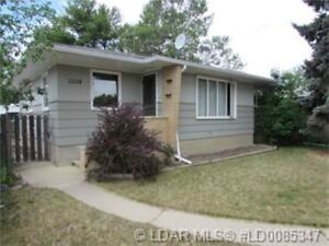 GREAT FAMILY HOME WITH THE PERFECT GARAGE!!!!