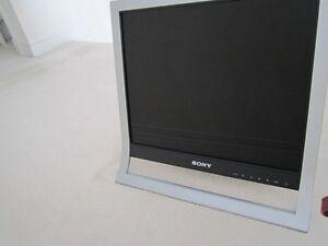 "Sony SDM-HS75P, 17"" LCD"