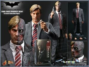 Hot toys TWO FACE Harvey Dent 1/6 Dark Knight Figure