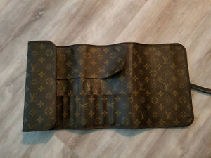 Louis vuitton makeup brush holder never used