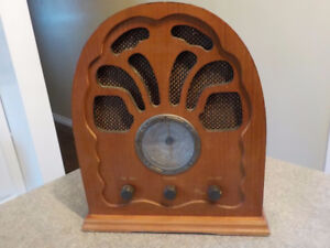 tabletop radio (antique looking fm table top, retro)
