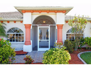 **BEAUTIFUL WATERFRONT POOL HOME** - in Cape Coral, Fl (US)