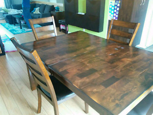 Table avec rallonge intégrée + 4 chaises