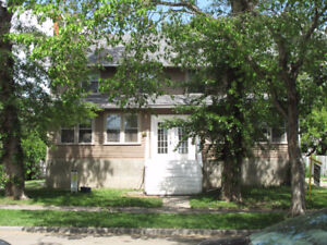 Clean spacious 3 bdrm in Westmount - Great location