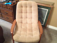 VINTAGE 1969 R, HUBER & CO TEAK WOOD SCOOP CHAIR WITH FOOT STOOL