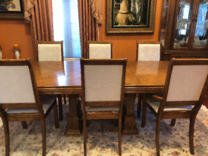 Solid Oak Dining Set- Excellent Condition!