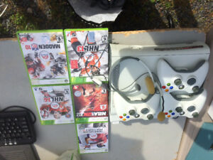 Xbox 360, 3 controllers, 5 games