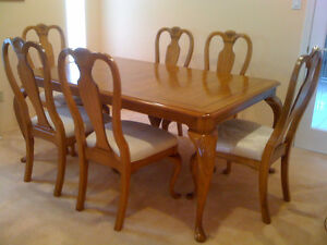Dining Table + 6 Chairs - 7 Piece Set -  Exclusive & Stylish