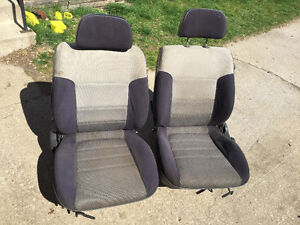Mazda 323 GT front seats