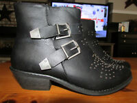 BLACK BOOTS WITH BUCKLES AND STUDS
