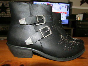 BLACK BOOTS WITH BUCKLES AND STUDS - SIZE 9