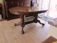 Elegant solid wood Colonial style table only + 2 leafs