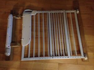 Safety 1st wall mounted baby gate