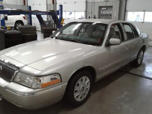 MERCURY GRAND MARQUIS 2005 VERY CLEAN, 2 SETS OF TIRES