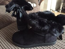 Black Bow Ugg Boots Size 4 & 5