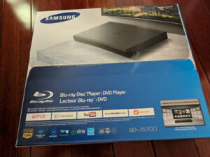 New Sealed Samsung BD J5700 Curved Blu ray Player with WiFi