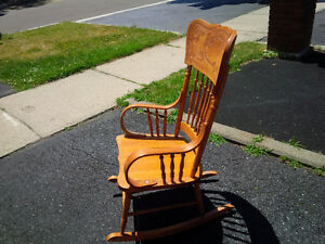 Pressed back solid wood Rocking chair Kitchener / Waterloo Kitchener Area image 5