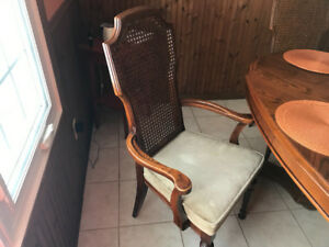 Dining room table and hutch for sale