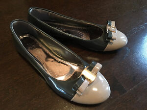 Beige and grey patent flat shoes
