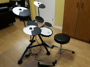Roland TD-1KV electric drum with mesh snare and adjustable seat