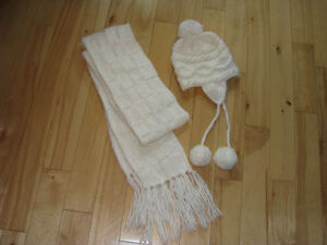 Womens knit tuque and matching scarf