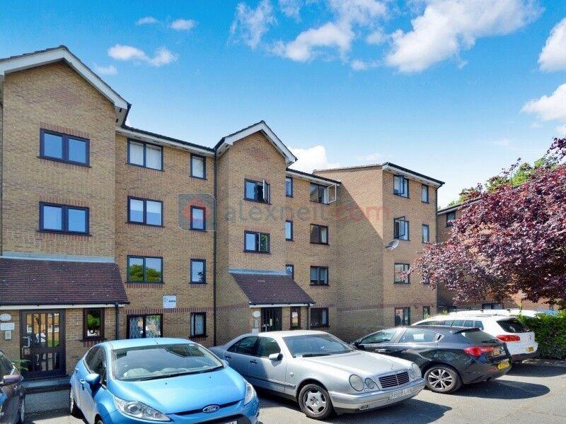 1 bedroom flat in Grinstead Road, Deptford SE8
