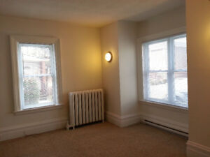 Belleville - 2 Bedroom Apt In the East End - All Inclusive