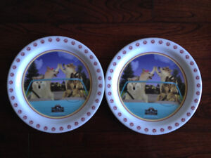 2 Great Wolf Lodge and 1 Rainforest Cafe Plates