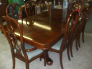 Beautiful Sklar Peppler Table & 8 Chairs $850 obo Deliv Avail