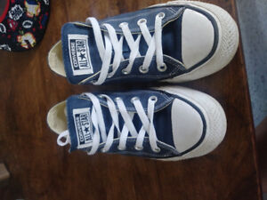 Converse Sneakers Size 6 Womans