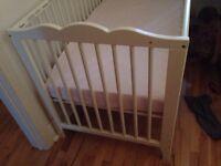 Lit de bébé Ikea + matelas de Bo bébé comme neuf
