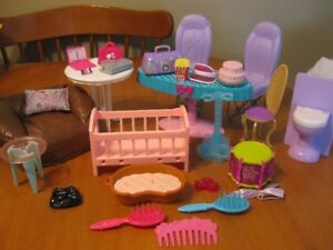 BARBIE DOLL FURNITURE AND ACCESSORIES LOT