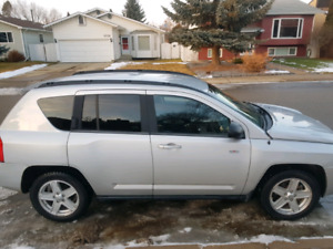2010 Jeep Compass 4x4 . North Edition . Heated seats .