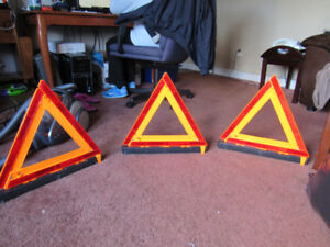 Grote emergency triangle and flare kit