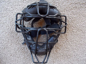 catcher/umpire adjustable mask-Rawlings London Ontario image 3