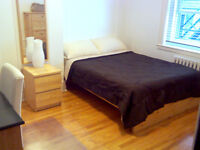 Cute furnished room on Queen Mary. Near UdeM/HEC & Snowdon metro